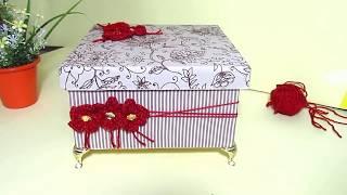 Caixa com Forração de Tecido e Flores de Crochê