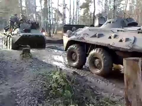 BTR-80 pulls BTR-80 out of the mud | БТР-80 вытягивает брата из грязи