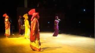 Video Bhangra Wars - 22/09/12 - Saini Surinder & Gupsy Aujla (& Ankhile Putt Punjab De) - BACKSTAGE (2) download MP3, 3GP, MP4, WEBM, AVI, FLV Juli 2018