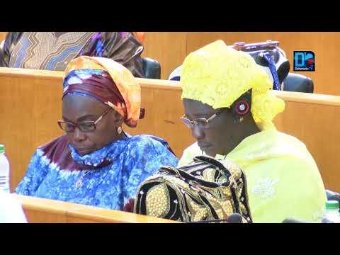 Waré Sarr   On a un président qui dort, un PM qui danse et un Ministre des finances qui ne fait qu
