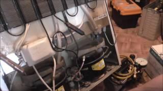 Не работает один компрессор в двухмоторном  холодильнике  Индезит .