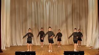 девочки танцуют танец Катюша