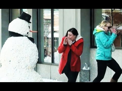 Scary SnowmanHalloween Prank with a Fake moving Snowman