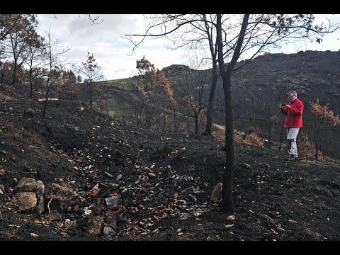 Vecinos de Cualedro visitan las zonas más afectadas por los incendios