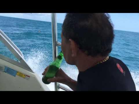 2004 Pursuit 3070 Offshore in 4 ft seas