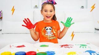 Аня и забавный случай с разноцветными пальчиковыми красками
