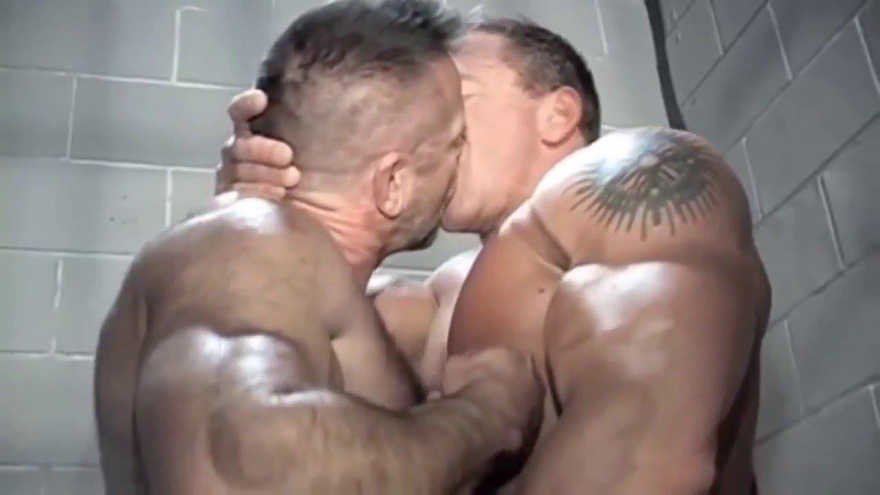 Гей бар,  Gay bar