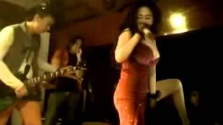 Download Video Dewi Persik Bergoyang Panas dalam kafe 1 MP3 3GP MP4