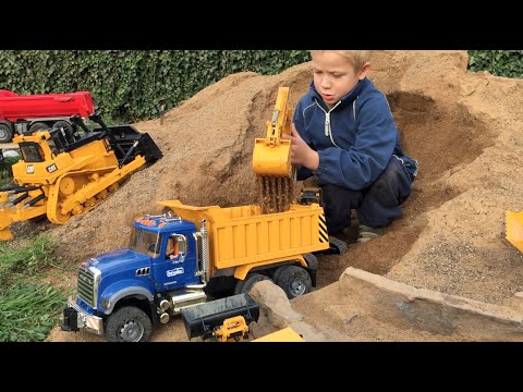 BRUDER TOY Trucks Tunnel Project BRUDER EXCAVATOR & Mini Dumpster