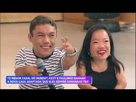 Katy e Paulinho Gigante realizam sonho e ganham casa adaptada no Hora do Faro