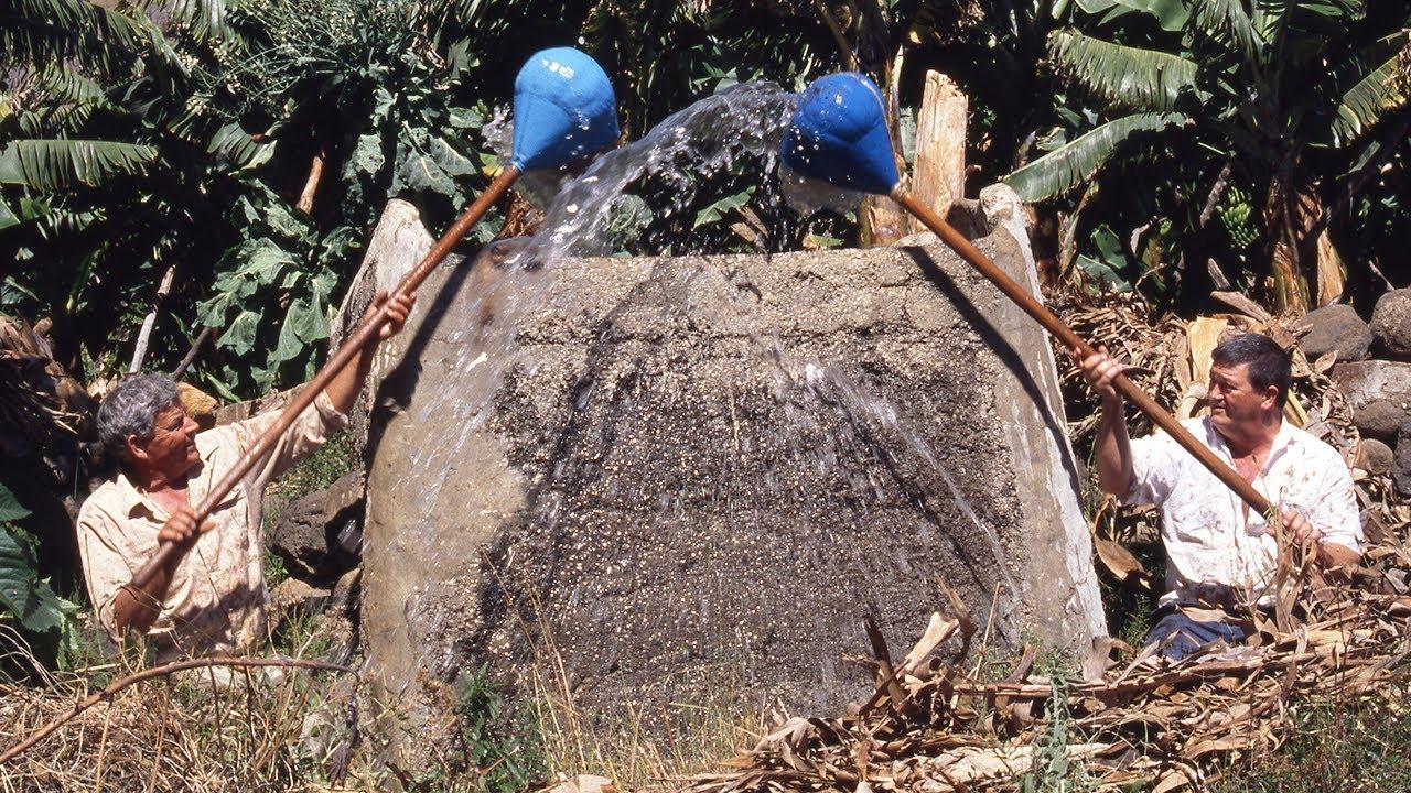 Riego con calabazo. Técnica tradicional para elevar el agua   Oficios Perdidos   Documental