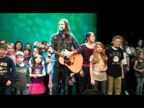 Third Day's Mac Powell and Tai Anderson sing