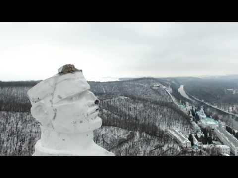 Памятник Артёму, высота 22 метра. Памятники Донецкой области
