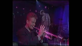 Baixar BRIT Awards 1987 Simply Red   Holding back the years