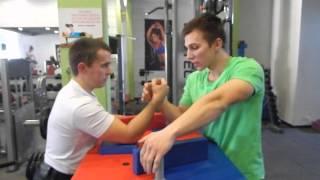Видео урок по Армрестлингу в Фитнес клубе Апельсин с Денисом Пилюковым и Александром Дегтяревым