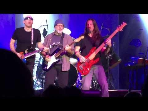 Joe Satriani-Full Concert Surfing to Shockwave 03.03 16 @ Riverside CA