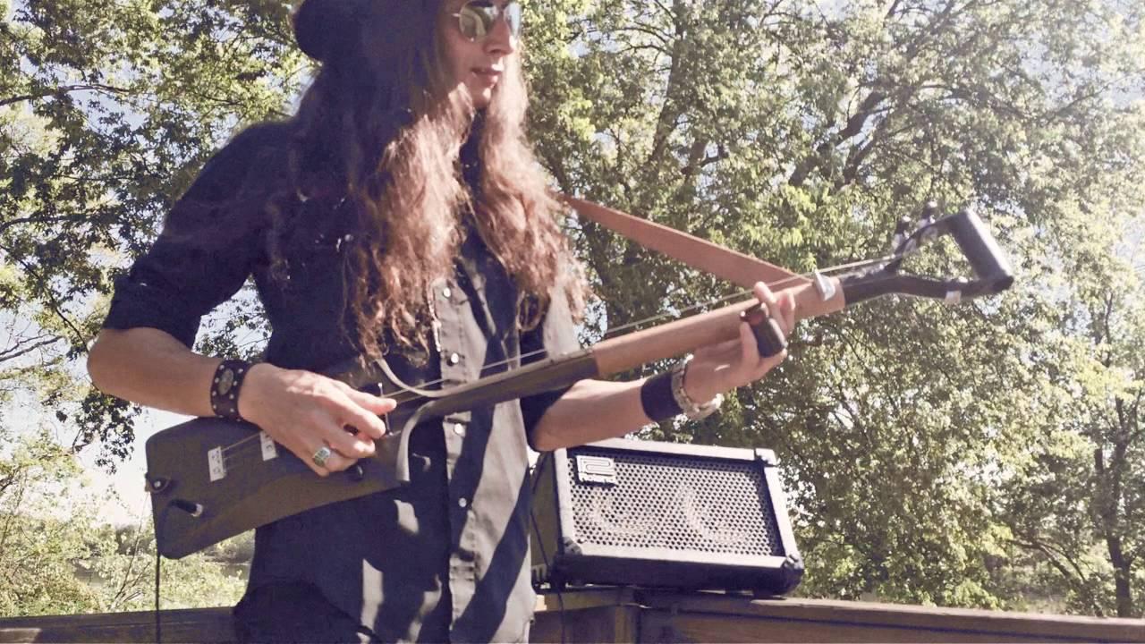 Trasforma la vanga in una chitarra ed il suono è fantastico