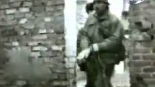 Грозный. Совмин. Водружение флага России десантниками 98 вдд (смотреть с 2.20)