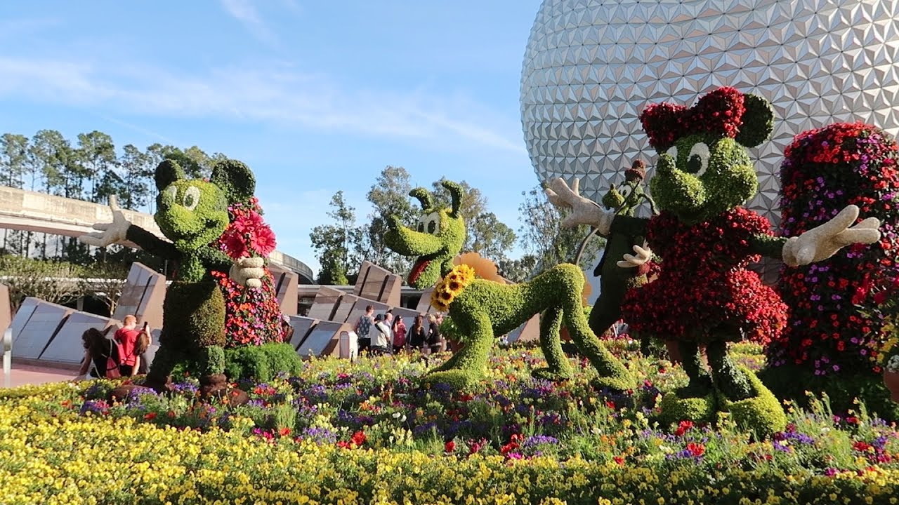 a topiary tour at the 2018 flower and garden festival!
