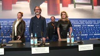 """Berlinale: Deneuve et Frot présentent """"Sage femme"""""""