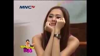"""Wow..Vicky Shu : """"Saya Sering megang Payudara Aura Kasih"""" (Susu Uya)"""