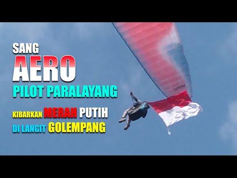 Sang Aero Pilot Paralayang Kibarkan Merah Putih di Langit Golempang Sumedang