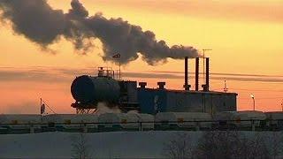 المعاناة اثر انهيار اسعار النفط تقرَبُ بين اوبك وروسيا - economy