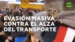 Evasiones masivas en el Metro de Santiago de Chile
