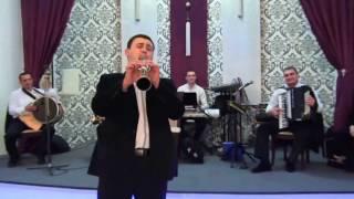 Крымскотатарские музыканты Арсен и Чиконик на свадьбе