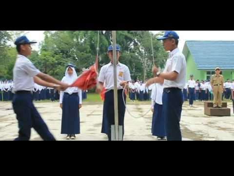 Pengibaran Bendera Merah Putih di sekolah