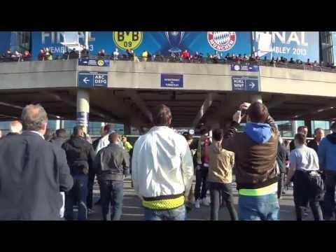 2013 UEFA Champions League Final: Walking to Wembley Stadium