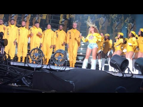Beyoncé - Sorry / Me, Myself, And I / Bow Down / I Been On Coachella Weekend 1