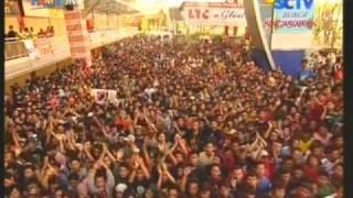 """Cuplikan GODBLESS dengan hits """"RUMAH KITA"""", live performed di INBOX (Courtessy SCTV)"""