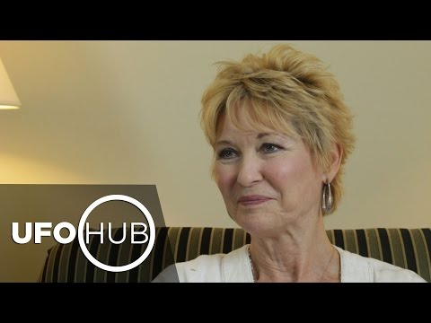 DEE WALLACE: THE LIGHT WITHIN