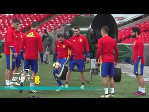 Mata, Herrera, Isco & Spain - Keepy Uppy Challenge | Wembley