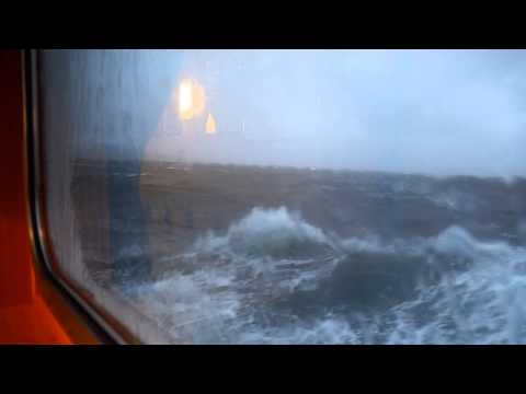 MHD v Norsku / Rough sea ferry crossing near Trondheim, Norge