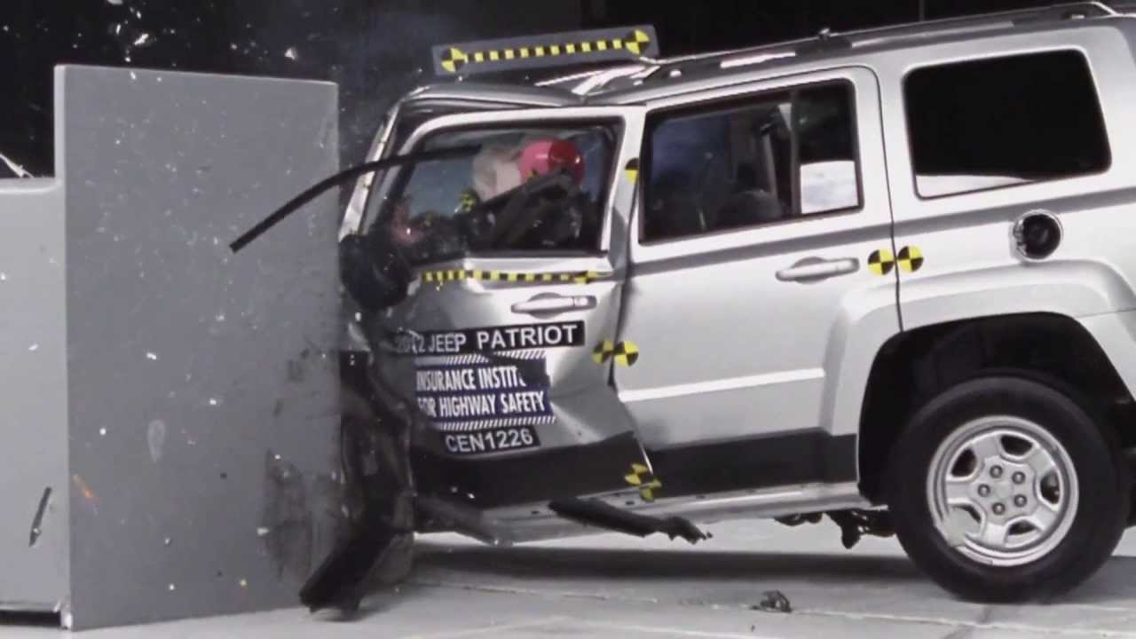 Perfect IIHS   2012 Jeep Patriot Small Overlap Crash Test / POOR EVALUATION /