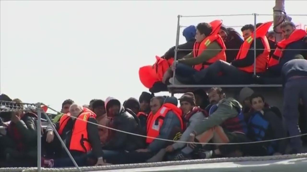 Azylový skandál před volbami. Merkelová se už fakt zbláznila