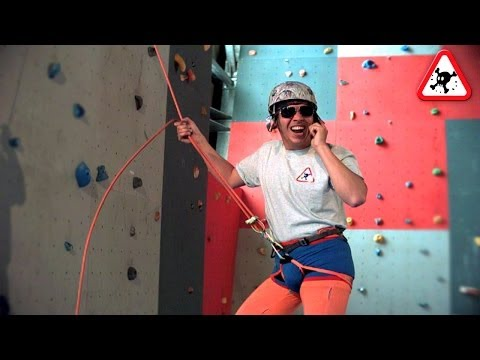 The World's Worst Belayer - Bad belaying techniques