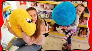 Милана с Ликой в СУПЕРМАРКЕТЕ лучшие игрушки для детей Замок Принцессы