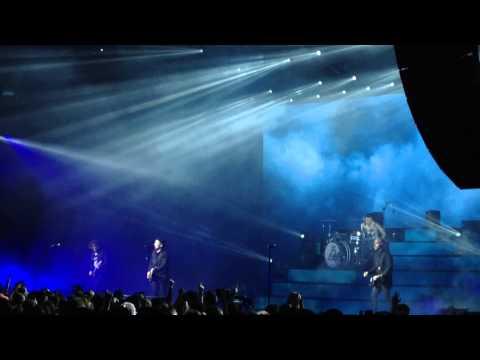 Uma Thurman - Fall Out Boy feat Wiz Khalifa [Live]