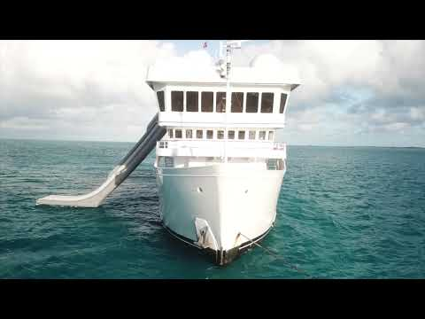 Slide and climbing wall rental - Yacht Suri