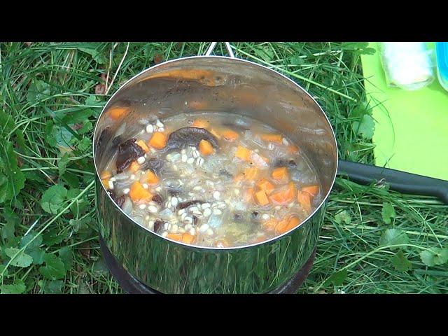 Leśne gotowanie. Kasza z suszoną wołowiną i grzybami.