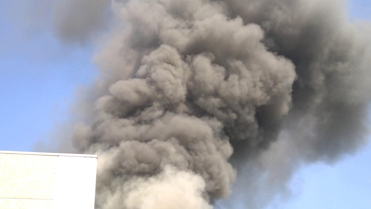 Nube tossica a Marnate (va) Incendio al Fre.sco spa - YouReporter