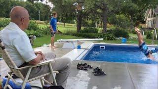 Старик построил бесплатный бассейн для детей, потому-что ему не хватало общения