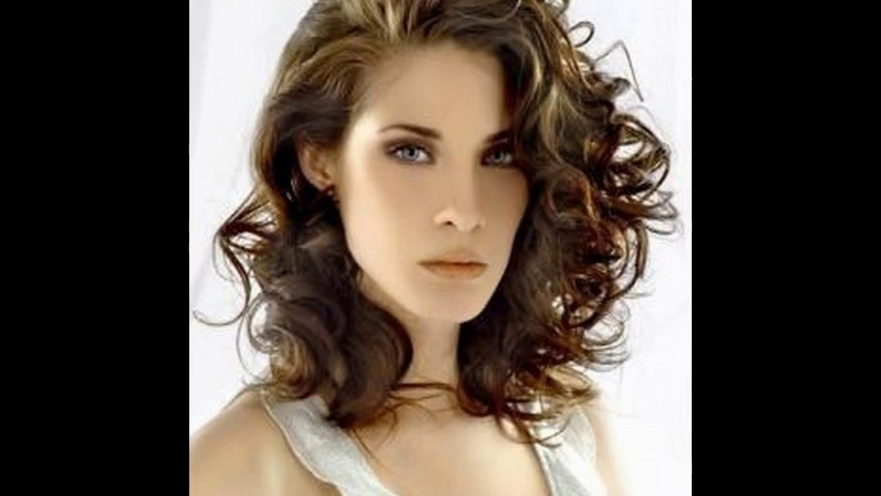 peinados pelo corto rizado para mujer
