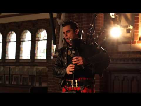 The Kingspiper - Wim Dobbrisch - Corvus Corax Bagpipes - Highland Cathedral