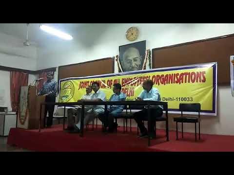 Joint council Vice President Rakesh Malik Delhi kasabhi Vebhago KARAMCHARIO ko Sambodhit Karta hua