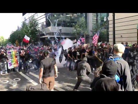 آلاف المتظاهرين يدعون ترامب لِلمّ شمل العائلات المهاجرة…  - 09:21-2018 / 7 / 1