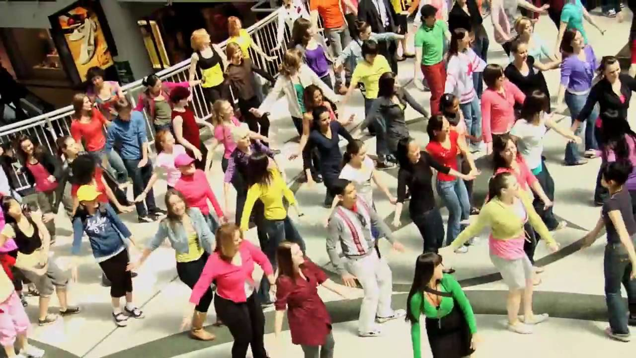 The most interesting flash mob in history 37